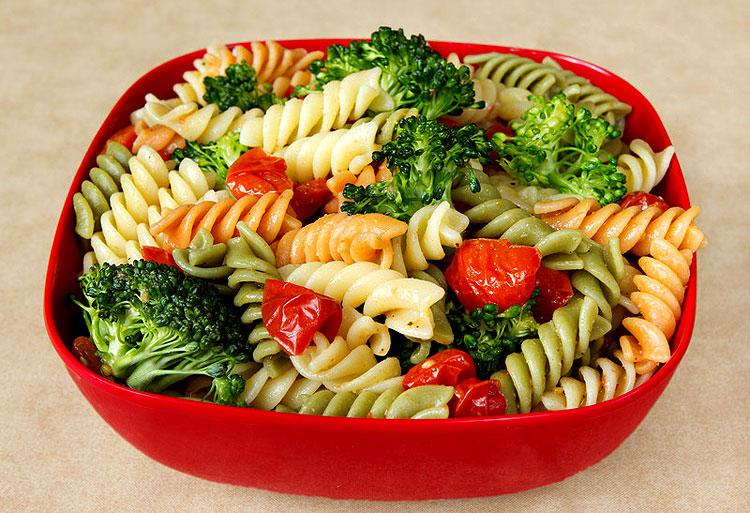 einfacher vegetarischer nudelsalat